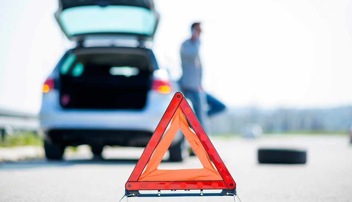 auto safety checklist - Roadside assistance