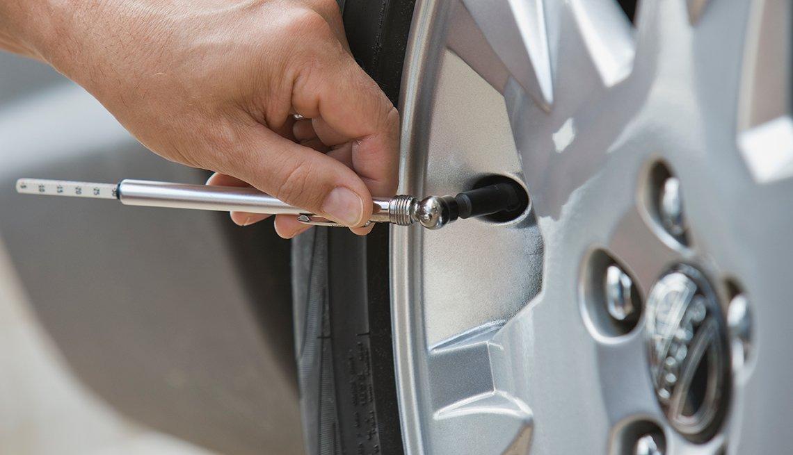 auto safety checklist - tire air gage