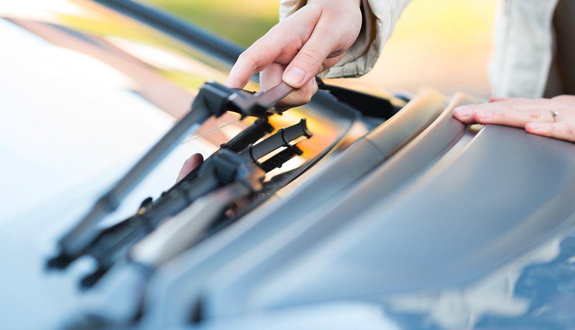 auto safety checklist - wipers