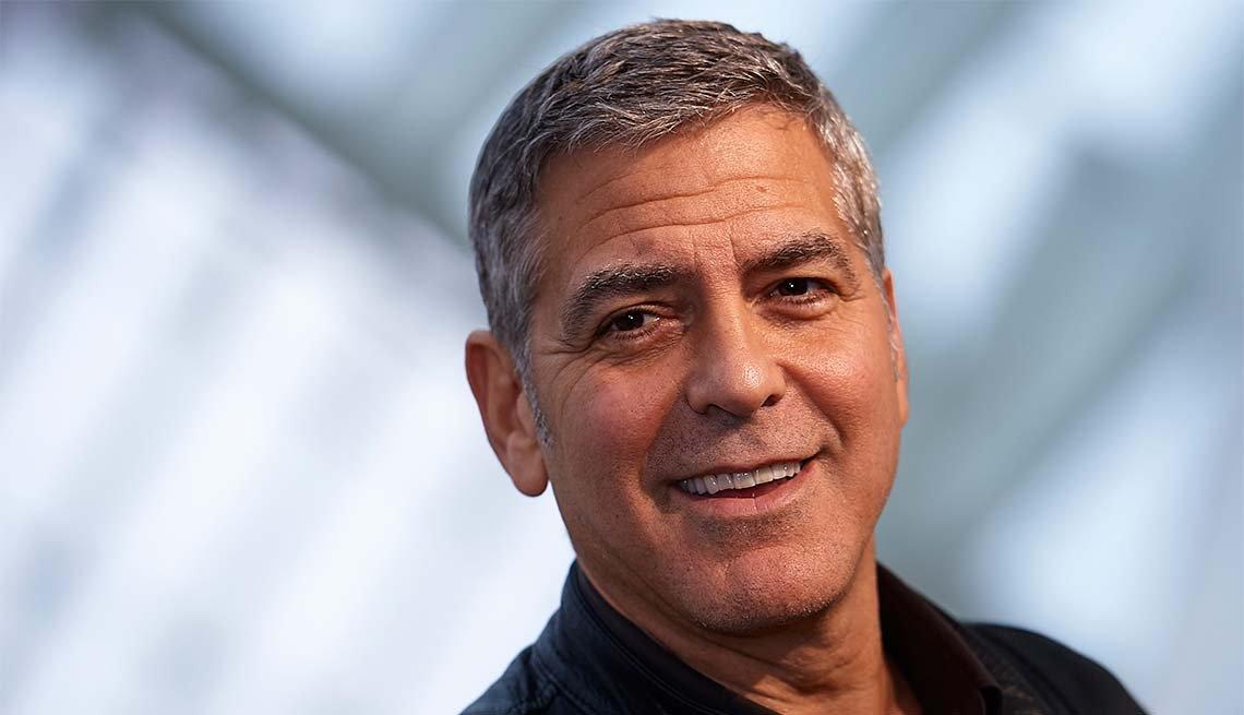 George Clooney - Cuidado del cabello para hombres de 50 años o más