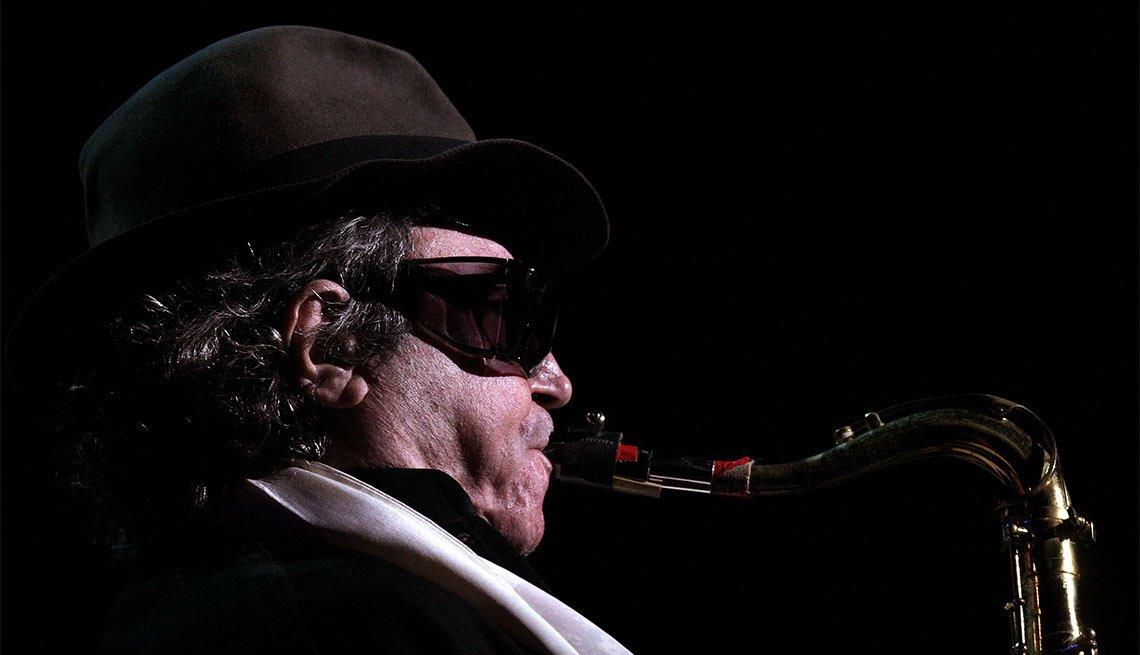Famous People Lost 2016, Gato Barbieri, musician, 83