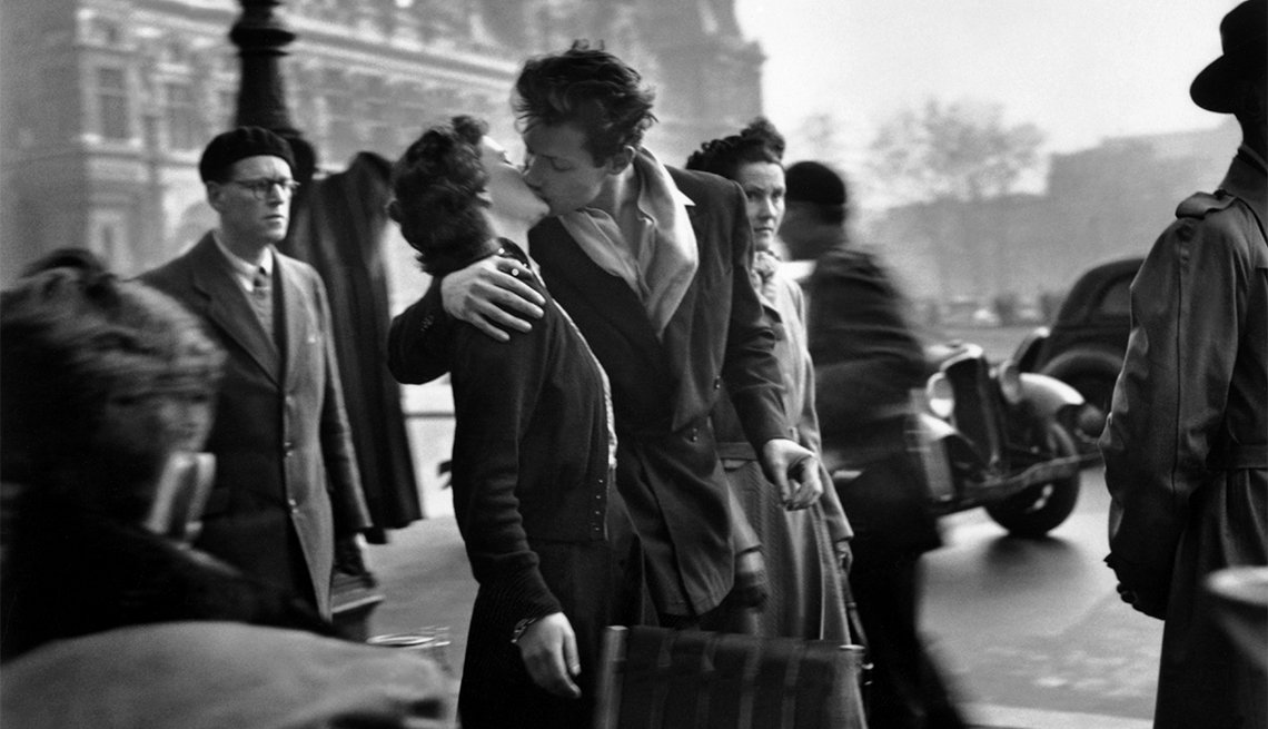 Kiss By The Hotel de Ville