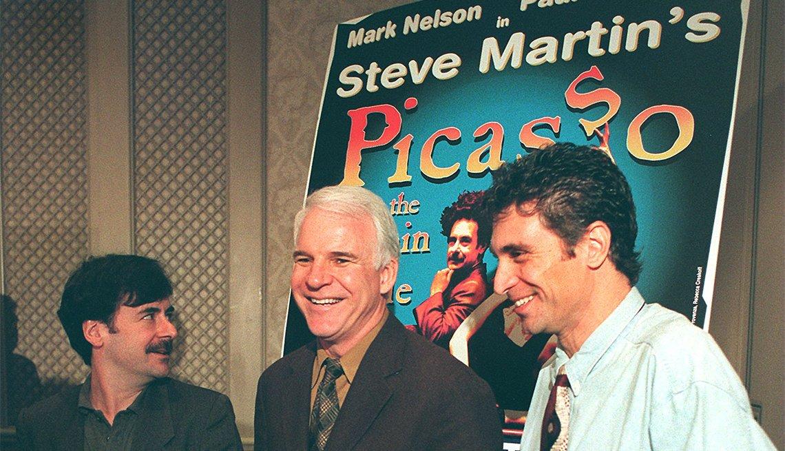 Foto en la presentación de 'Picasso at the Lapin Agile' - La carrera del comediante Steve Martin a través de los años