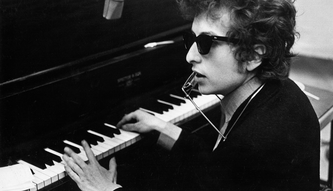 Bob Dylan playing piano