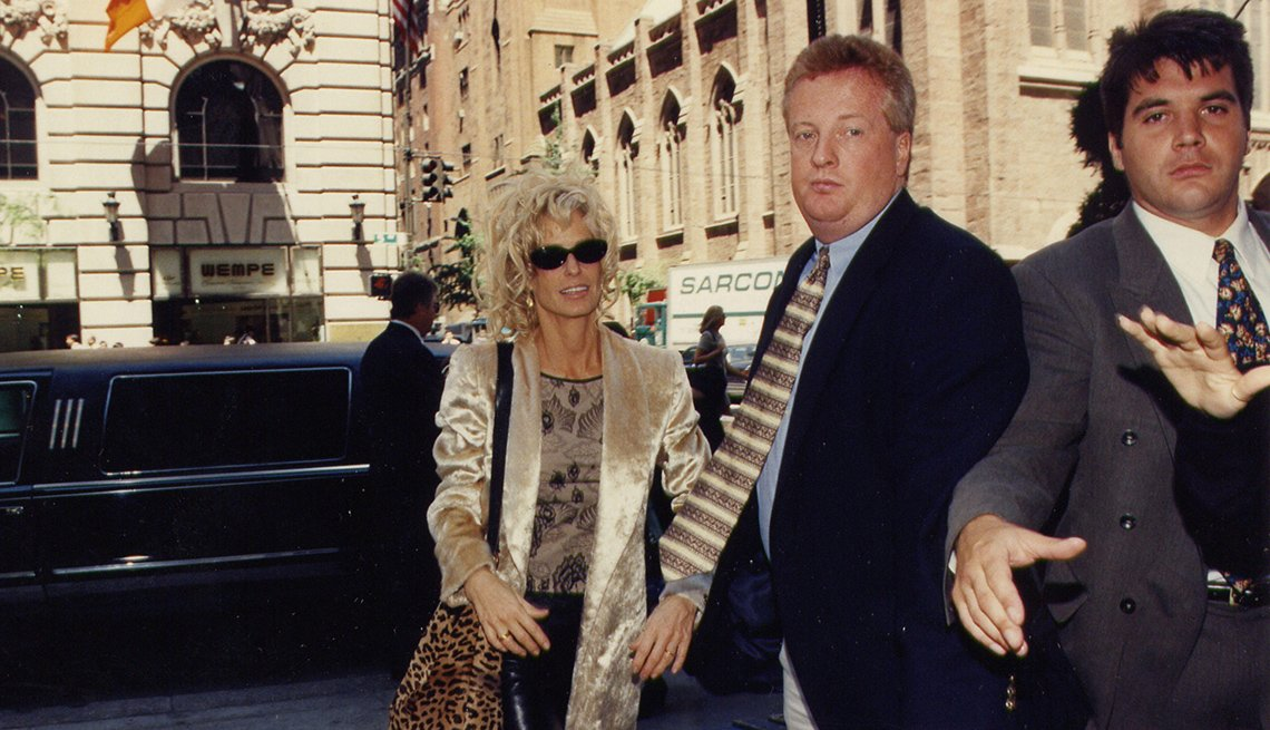 Farrah Fawcett leaves the Late Show with David Letterman in 1997