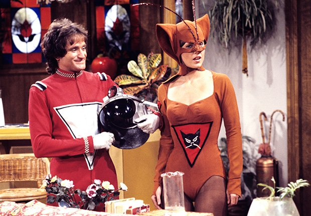 Robin Williams and Pam Dawber star in Mork & Mindy, 1978-1982. Robin Williams: 10 Unforgettable Roles.
