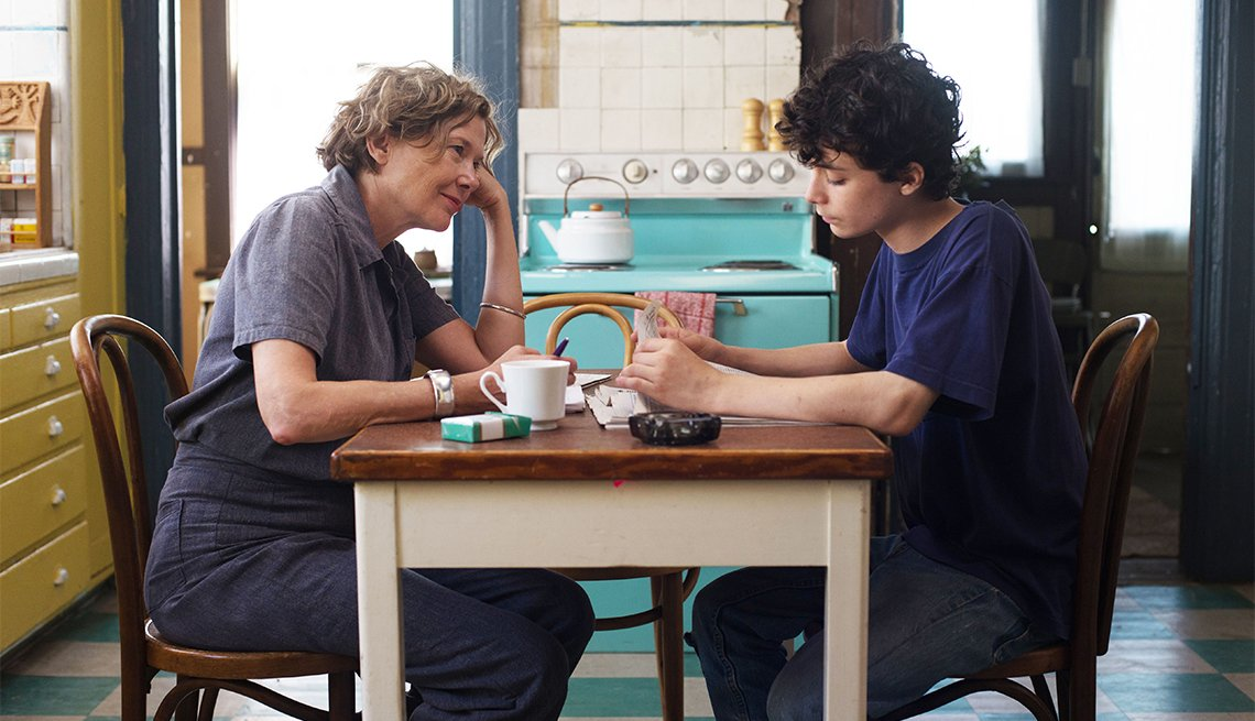 MCDTWCE EC02Annette Bening and Lucas Jade Zumann in '20th Century Women'