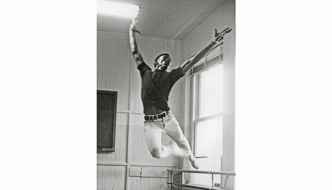 Morgan Freeman dancing in the 1960's
