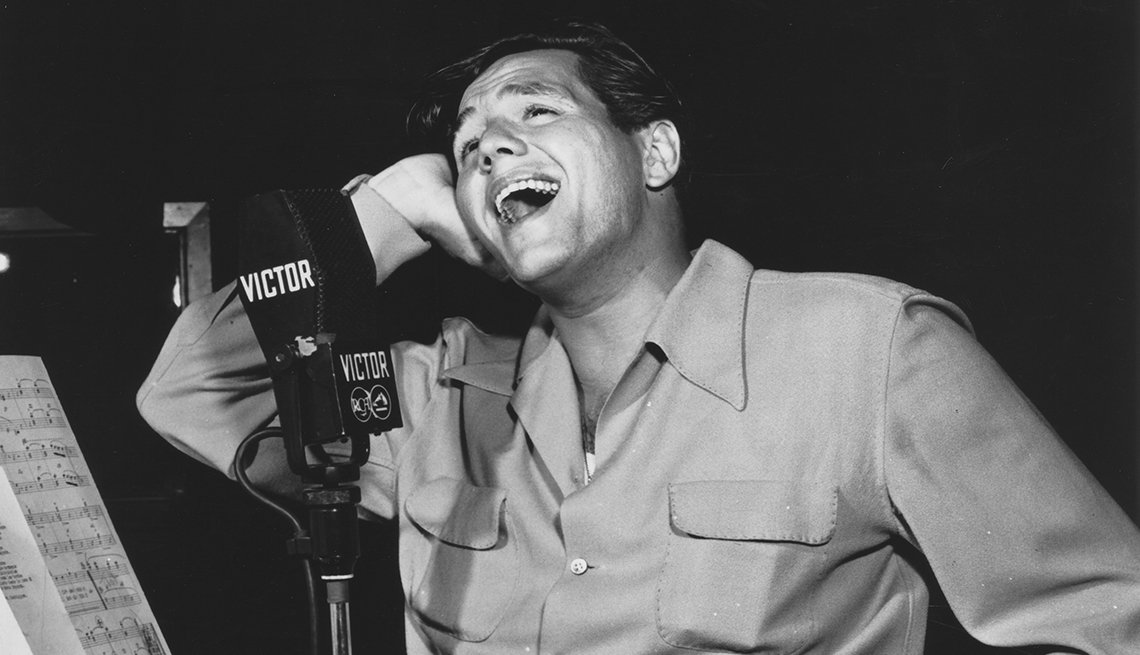 Desi Arnaz singing