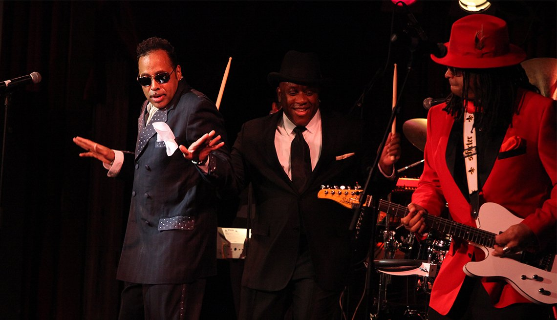 Morris Day and the Time Perform 'The Bird'