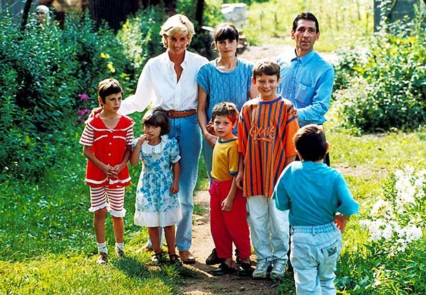 Princess Diana visits with landmine victims in Bosnia, August 18, 1997. (Dave Chancellor/Zuma Press/Newscom)