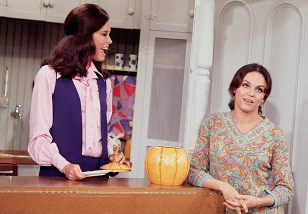 Mary Tyler Moore and Valerie Harper talking
