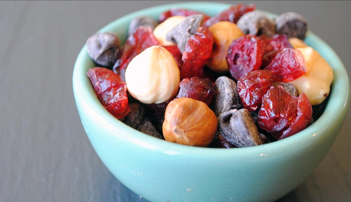 Trail Mix in a bowl, 10 Easy Low Fat Snacks