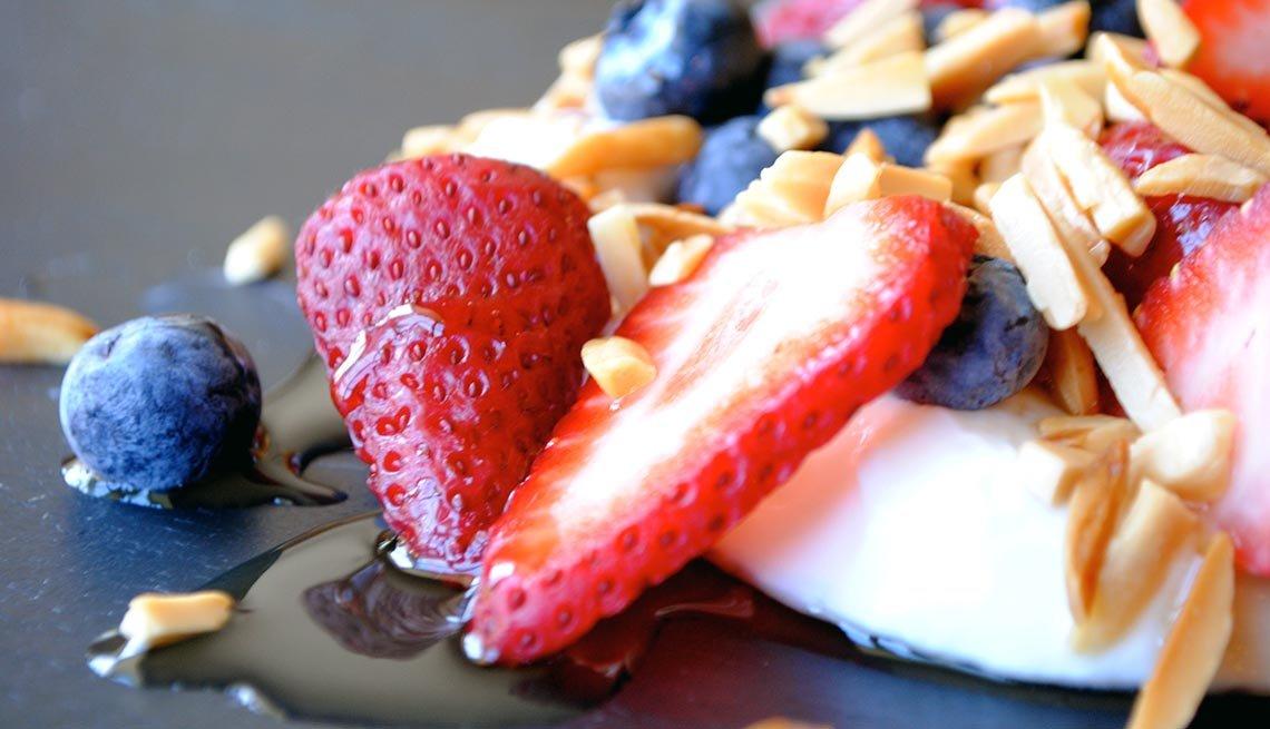 Greek yogurt parfait, 10 Easy Low Fat Snacks