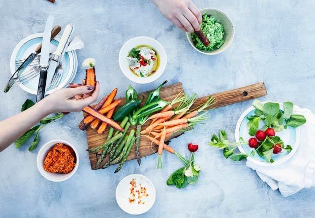 Mesa de verduras y salsas - Combatir la depresion sin medicamentos