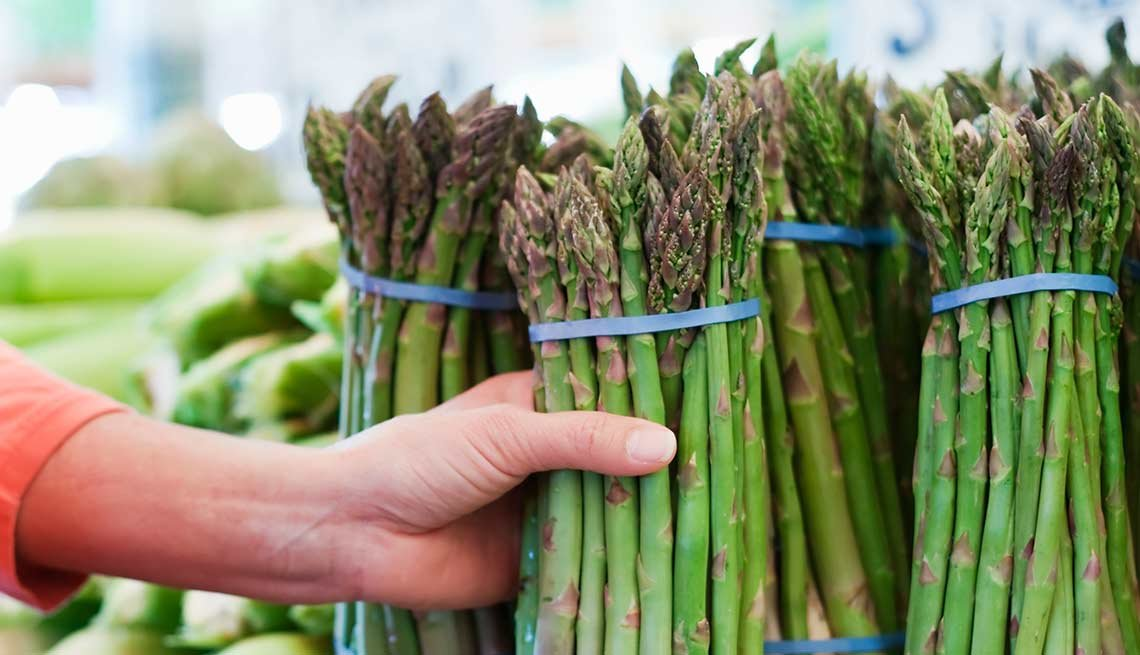 Asparagus bunches in a store, Foods That Help Your Gut
