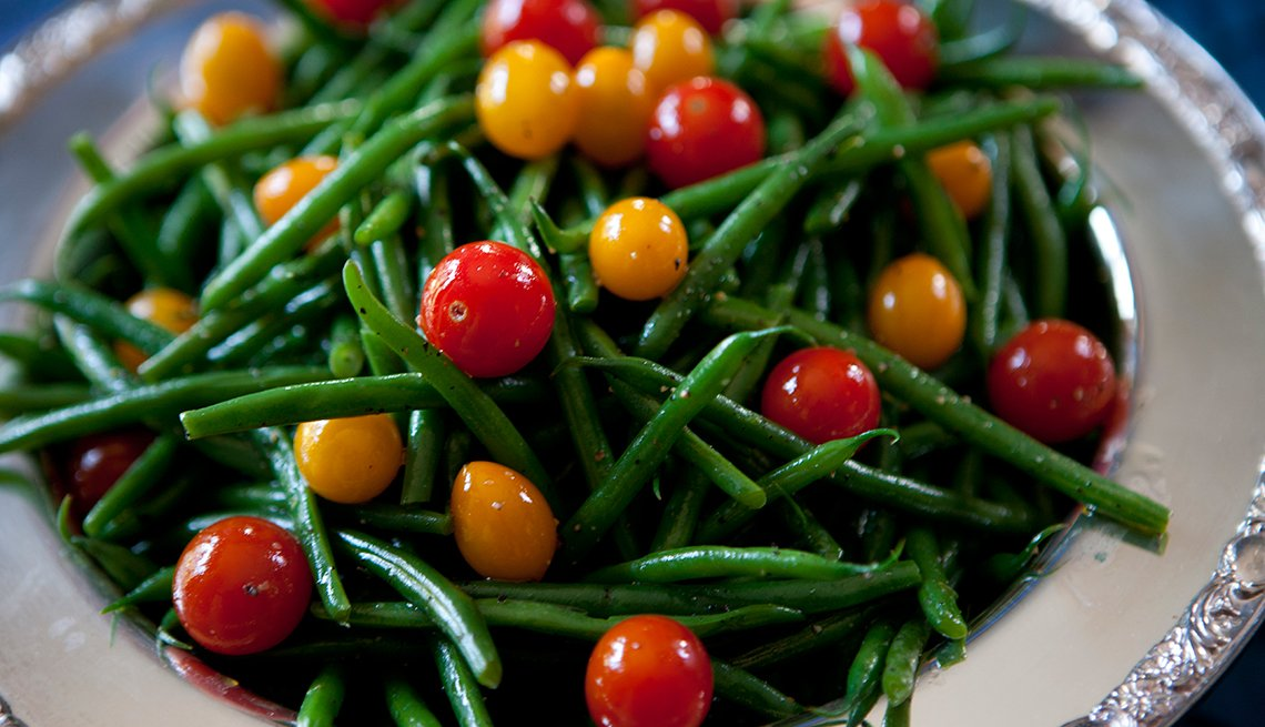 Green beans and cherry tomatoes, healthy holiday foods, How Not to Gain Those 10 Holiday Pounds
