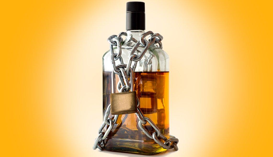 Botella de alcohol amarrada con cadenas