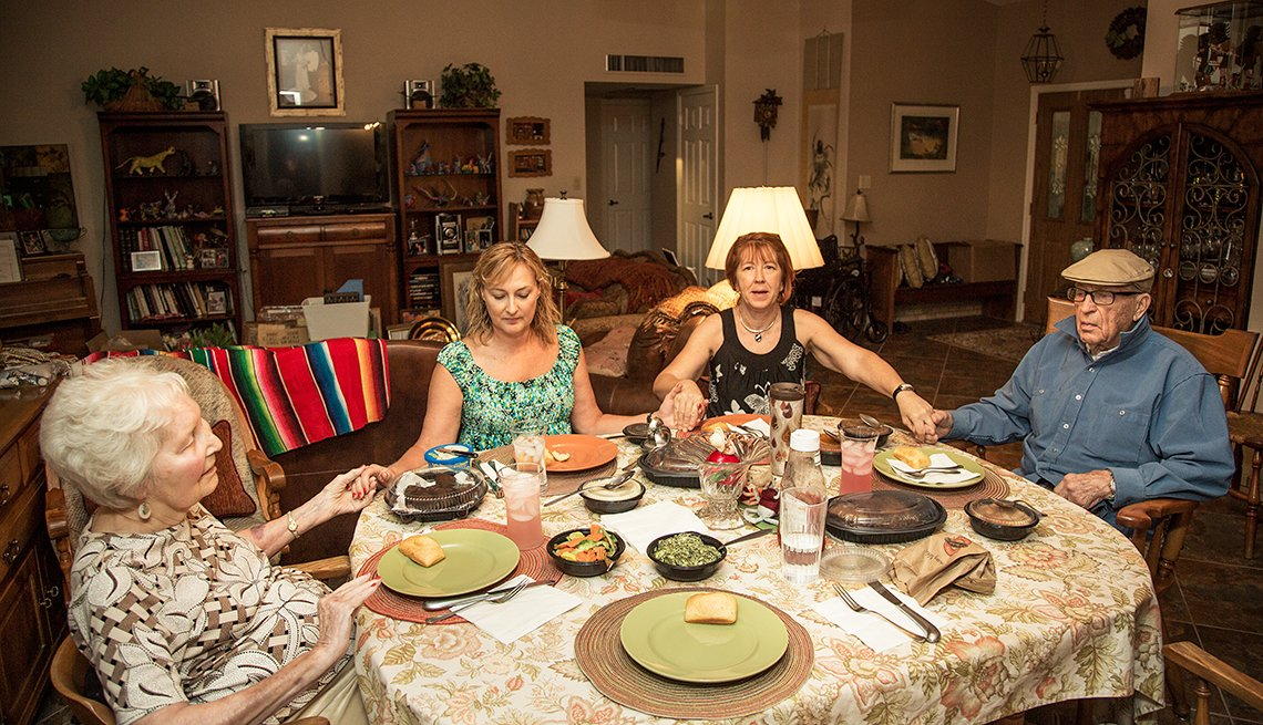 Amy Goyer y sus padres en casa, Cómo balancear el trabajo y el cuidado de un ser querido