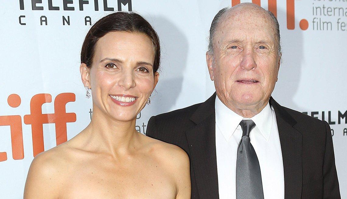 Robert y Luciana Duvall - Matrimonios de famosos con una gran diferencia de edad