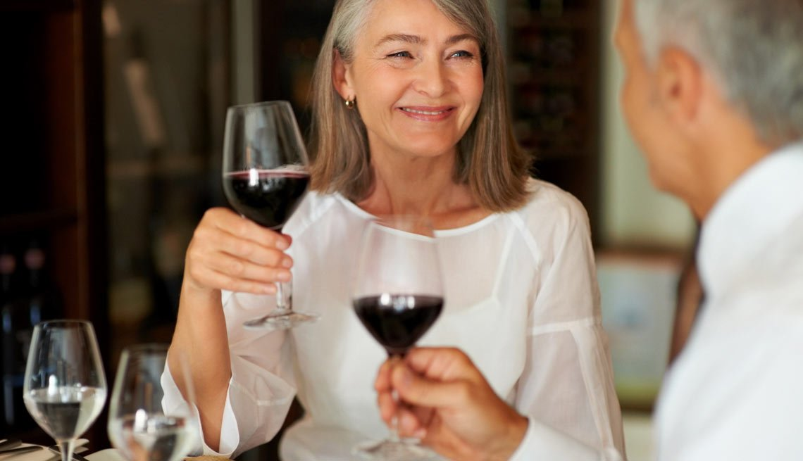 Woman and Man Toasting Wine, 3 Dating Rules (and When to Break Them)
