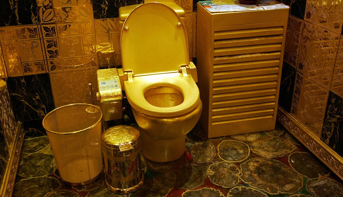 solid gold and gem-encrusted toilet in Hong Kong