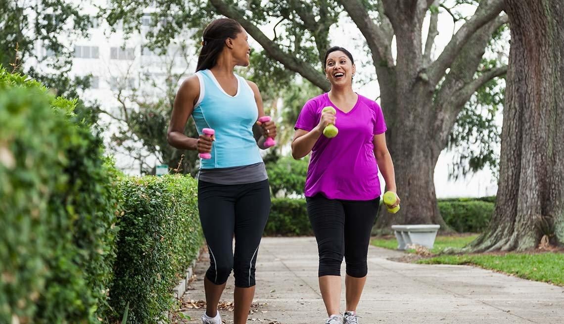 Estrategias para recuperarse de un fracaso - Dos mujeres hacen ejercicio