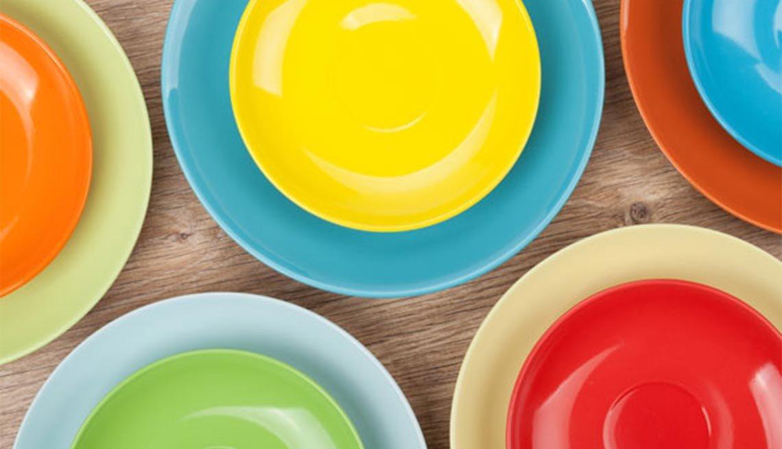 Platos de colores - Encantadoras fiestas de verano