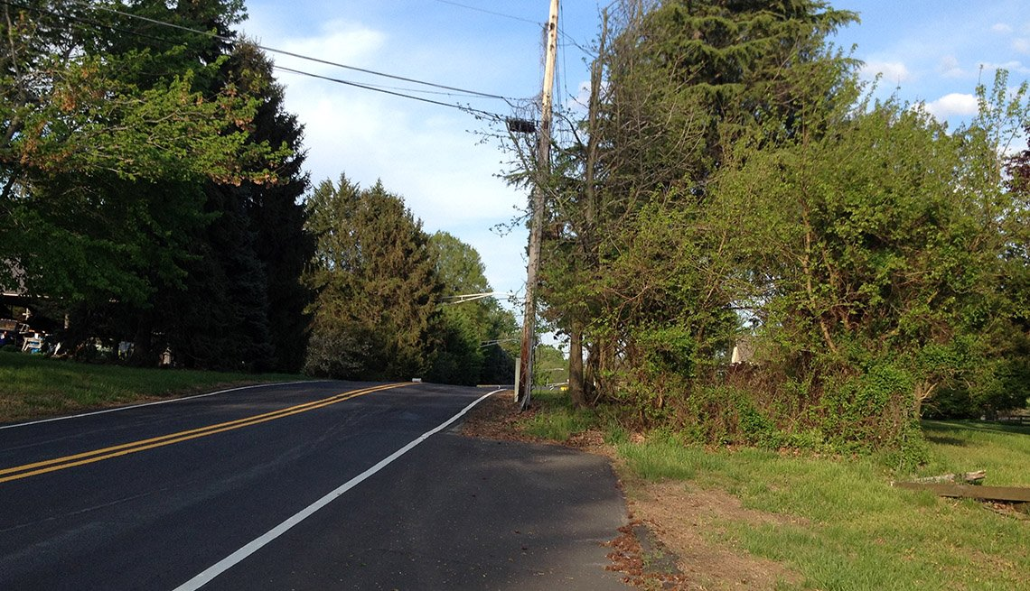 A roaway shoulder used by cyclists leads to a sudden dead end.