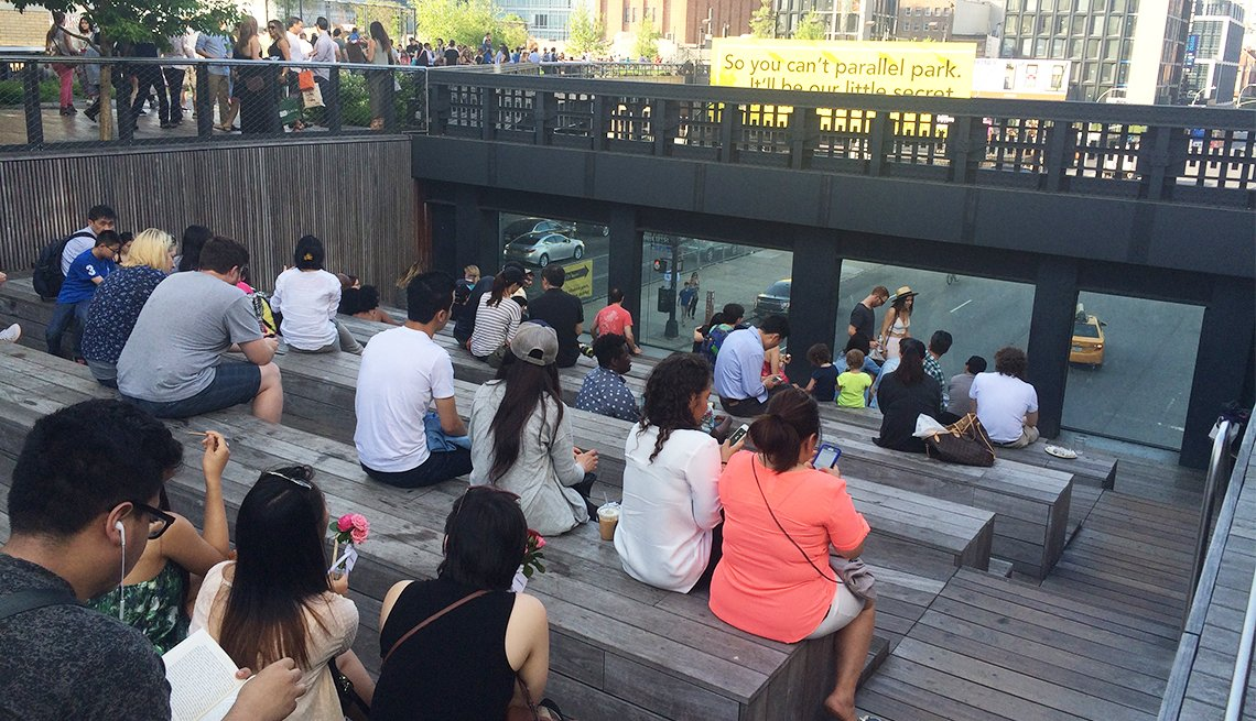 The traffic viewing area on the High Line in New York