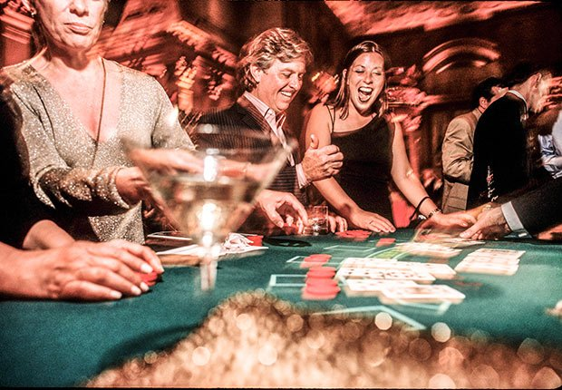 Casinos. Modern-Day Guide to Tipping.