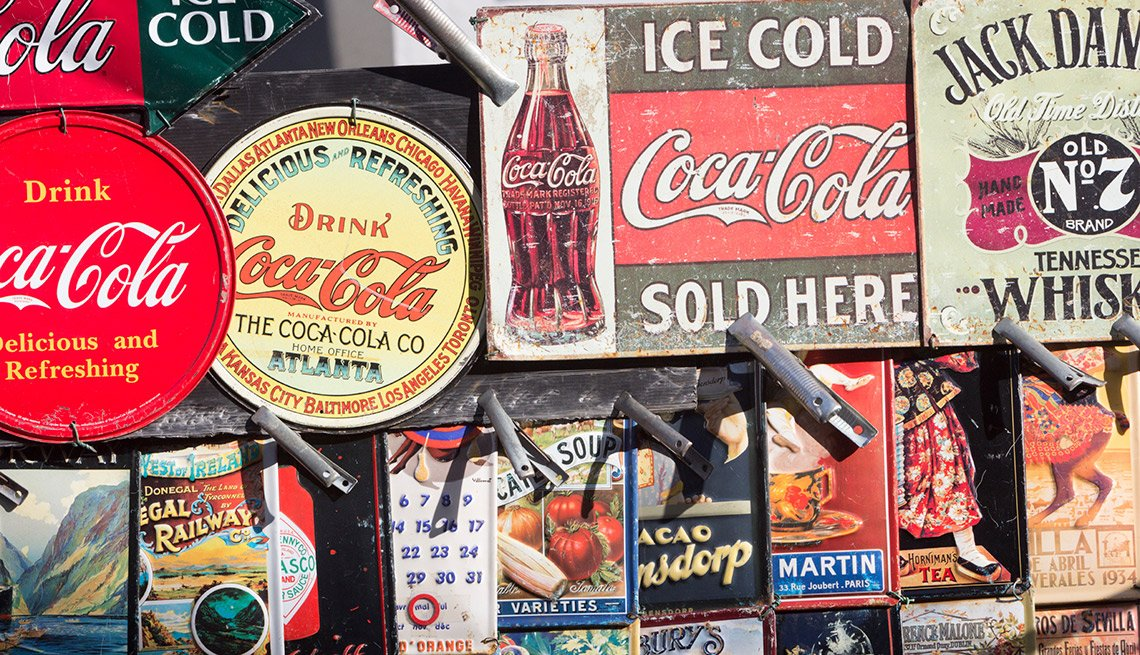 """Easiest Things to Sell at a Yard Sale - """"Americana"""" Home Décor"""