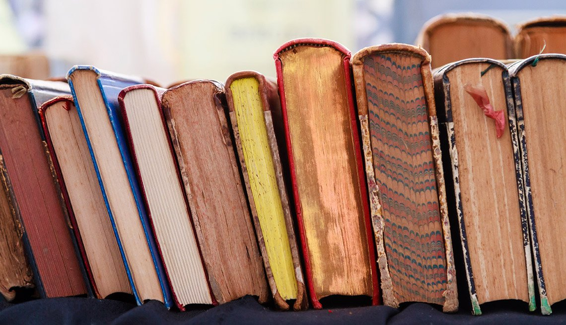Easiest Things to Sell at a Yard Sale - Books by the Lot