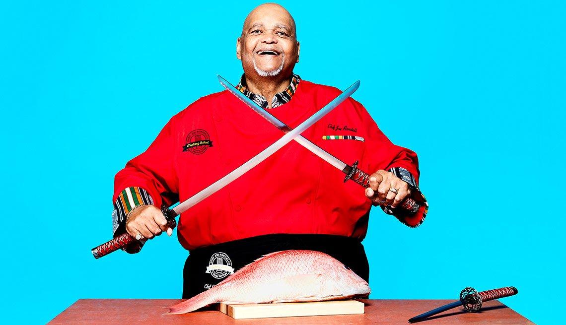 Retrato del experto en cocina, chef Joe Randall con el segmento 99 formas de ahorrar