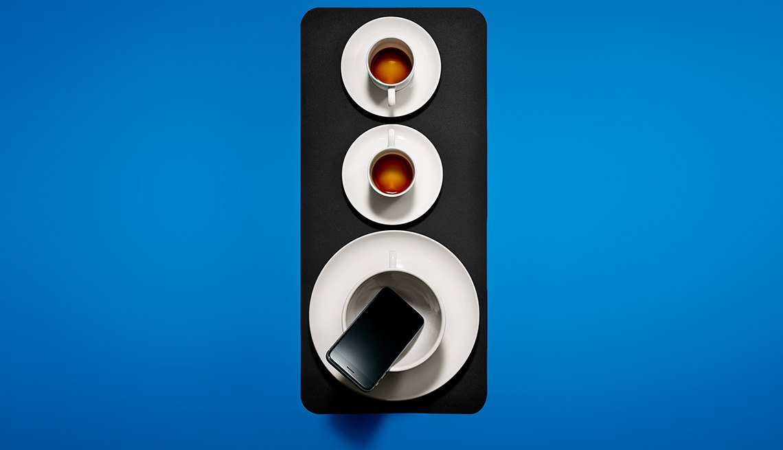 Free music speaker. If you listen to music on your phone but don¹t want to buy an amplifier to boost the quality of the sound, use a cup