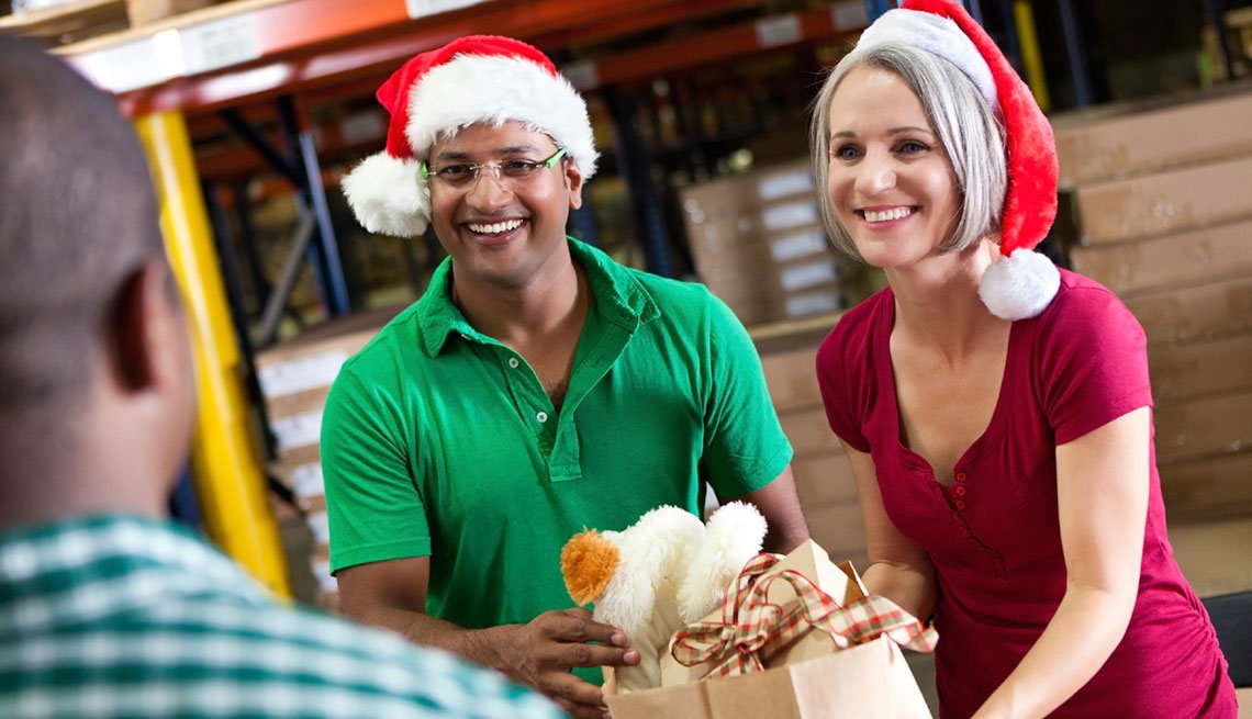 frugal holiday season ideas - volunteer