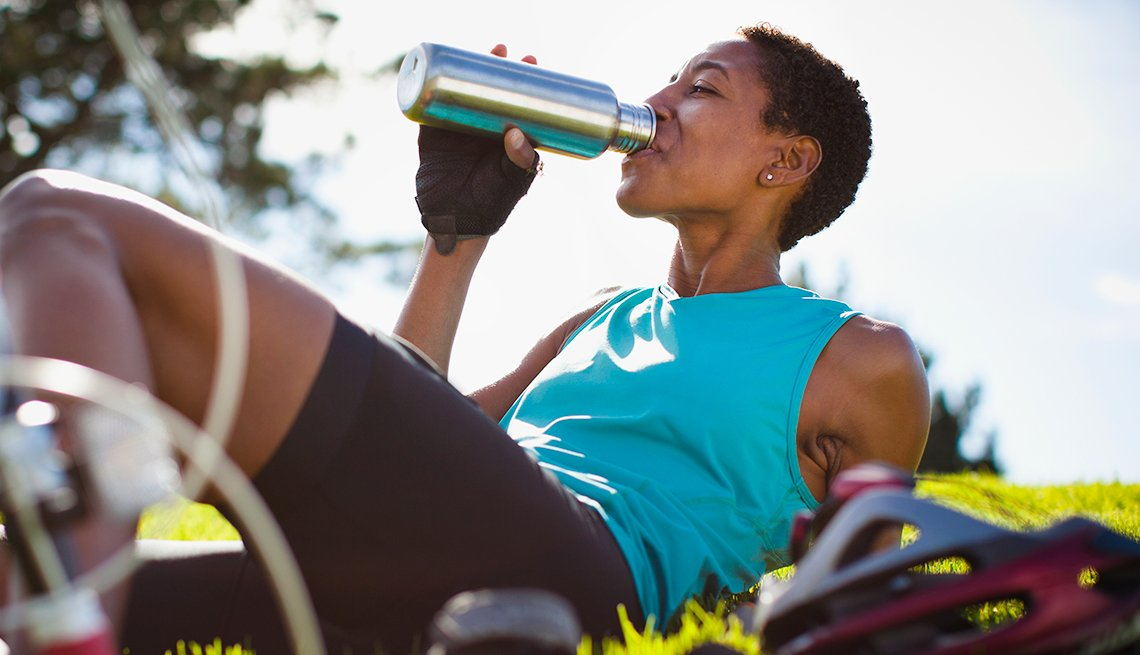How Going Green(er) Can Save You $1500 Or More - Reusable Water Bottle