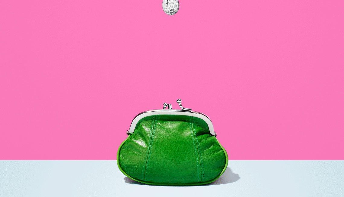 Ilustración de una moneda cayendo en un monedero de color verde para que aprendas muchas maneras de ahorrar
