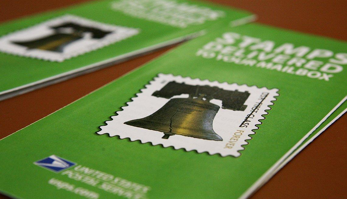 Estampillas de correo, y formas de gastar $100 dólares