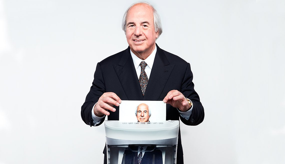 Frank Abagnale shredding photo of himself