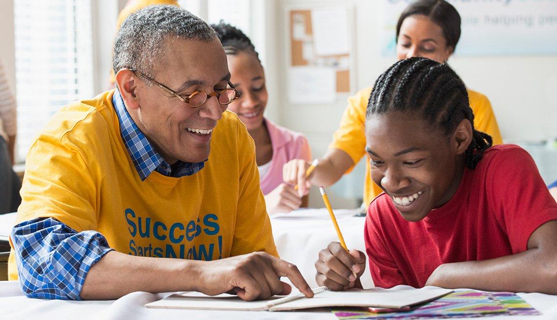 retired man volunteer tutor