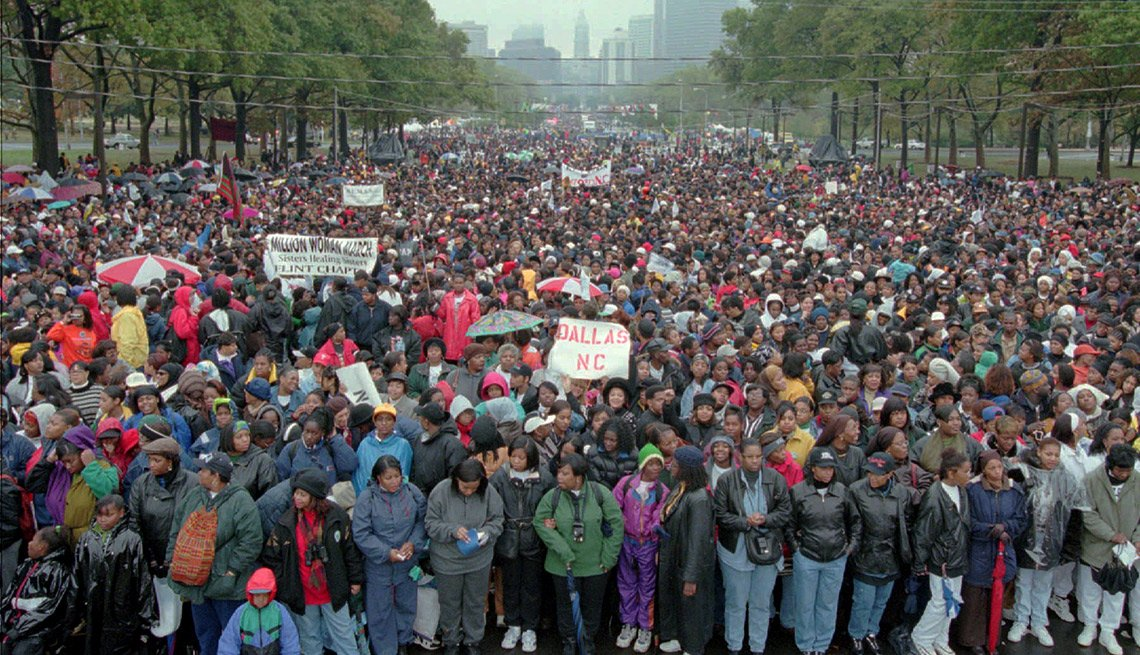 Estimates of attendance at the Million Woman March ranged from 2.1 million by event organizers and 500,000 by a University of Pennsylvania study to between 300,000 and 1 million by law enforcement officials.