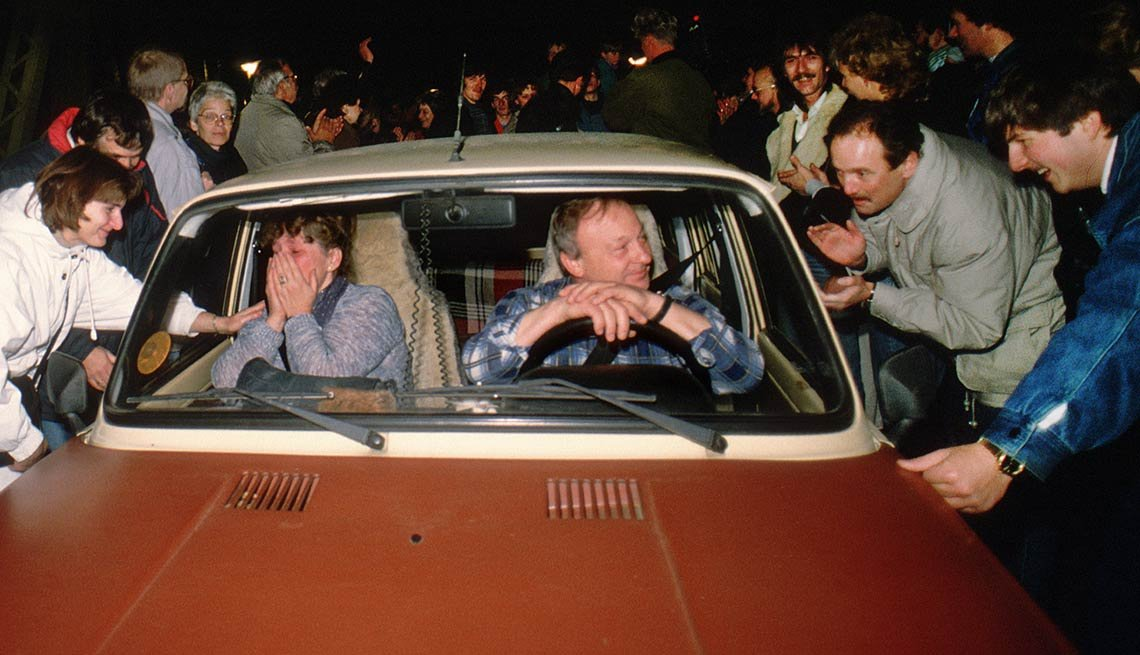 Car arrives at border crossing, open border, crowd, 25th anniversary, Fall of the Berlin Wall