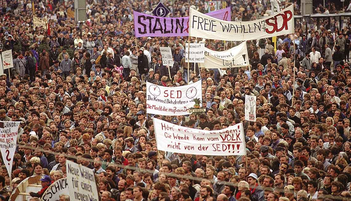 500,000 protesters, Alexanderplatz, East Berlin, 25th anniversary, Fall of the Berlin Wall