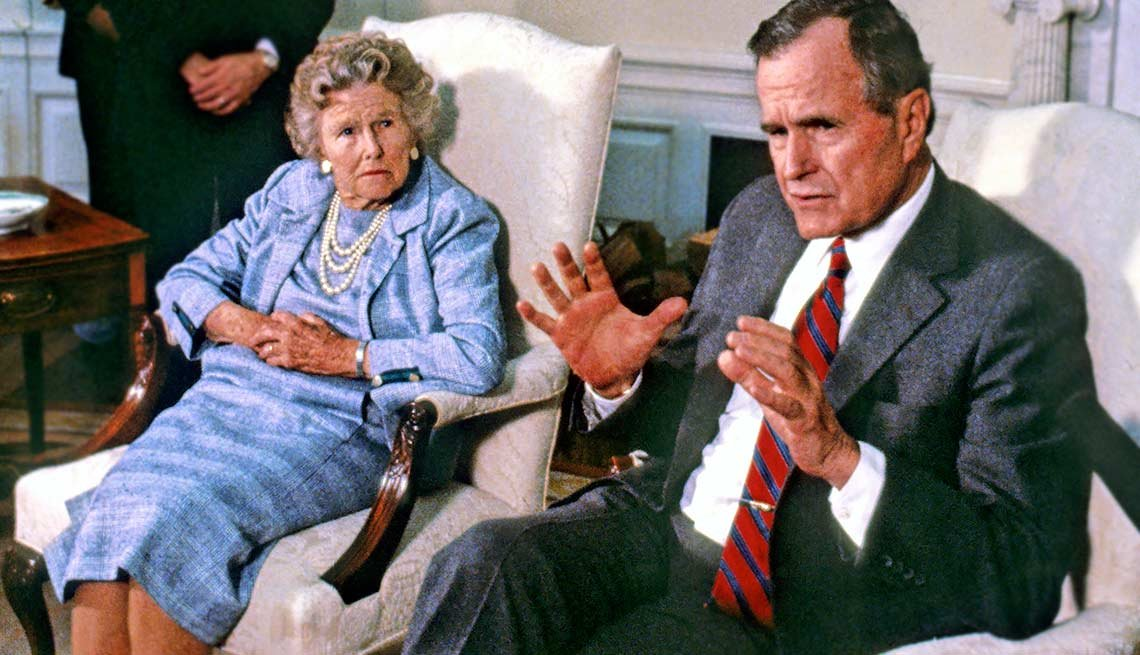 George H.W. Bush junto a su madre Dorothy Walker Bush - Mamas de los presidentes de Estados Unidos