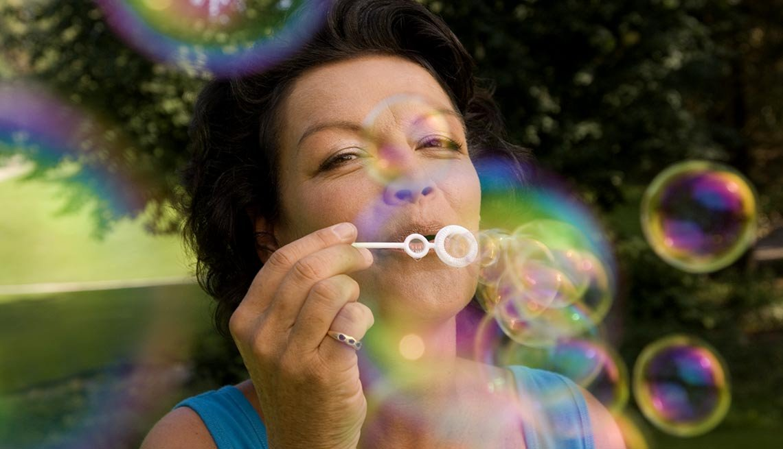 10 Throwback Ways to Enjoy Summer Fun -  blow bubbles
