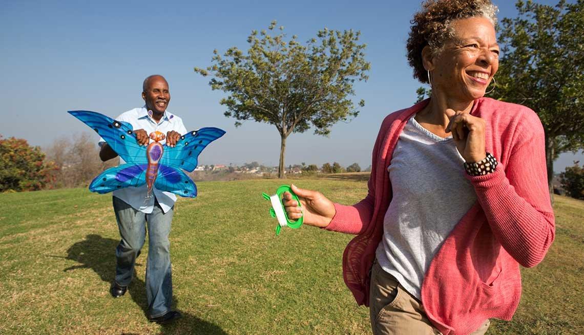 10 Throwback Ways to Enjoy Summer Fun -  fly a kite