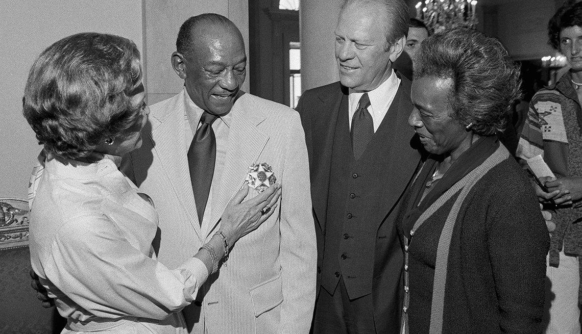 Presidente Gerald Ford reconoce oficialmente el Mes de la Historia Afroamericana
