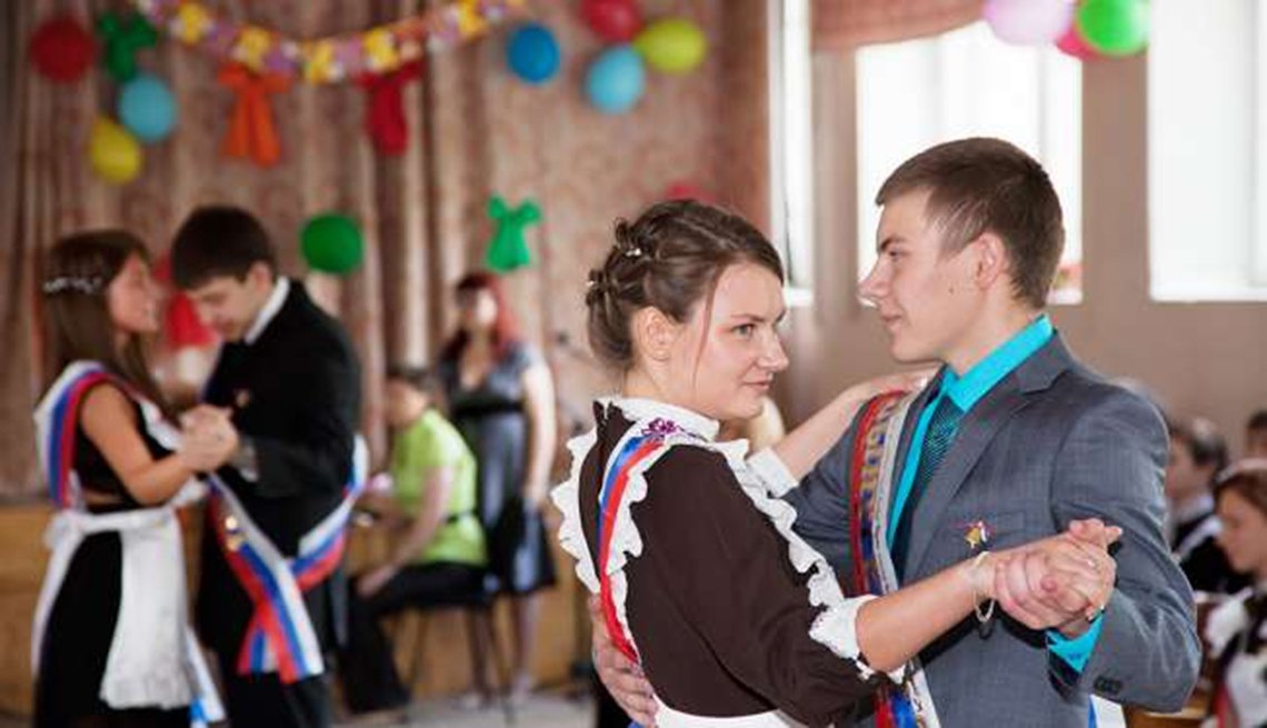 Pareja bailando danza folclórica