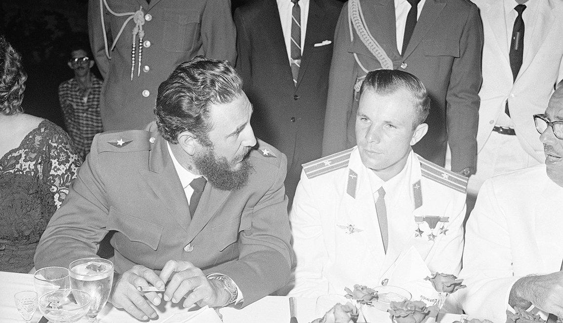 Fidel Castro junto a Yuri Gagarin, el primer hombre que surcó el espacio